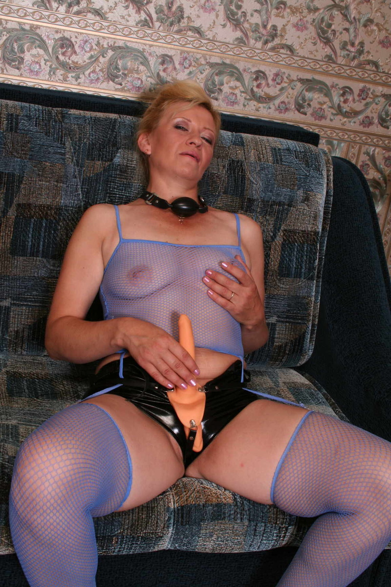 Mature Adultress 92